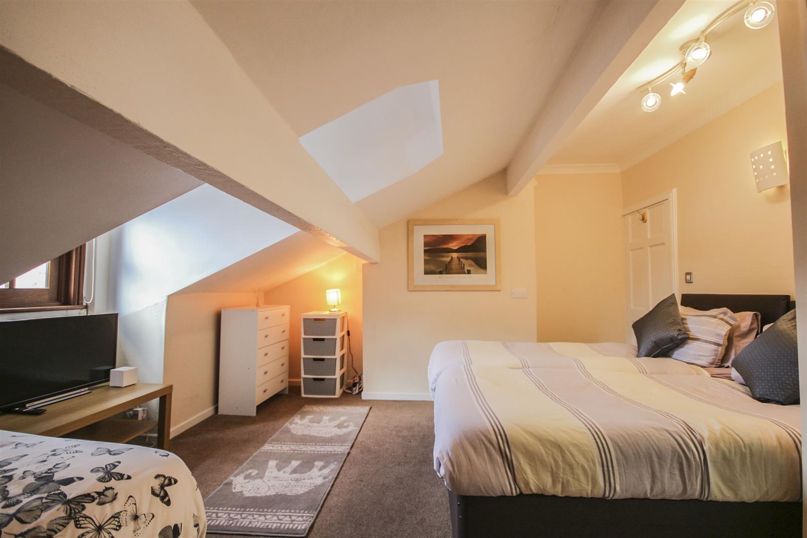5 Bedroom Mid Terrace House For Sale - _._19.jpg